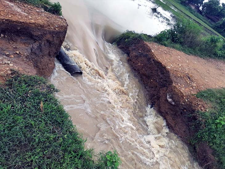 ग्रामीण क्षेत्र का यह रास्ता काफी उपयोगी था, जो पंसा, सुंडिपुर, पूल को जोड़ते हुए गढ़वा जिला के कांडी क्षेत्र में जाने के लिए काफी सुलभ था।