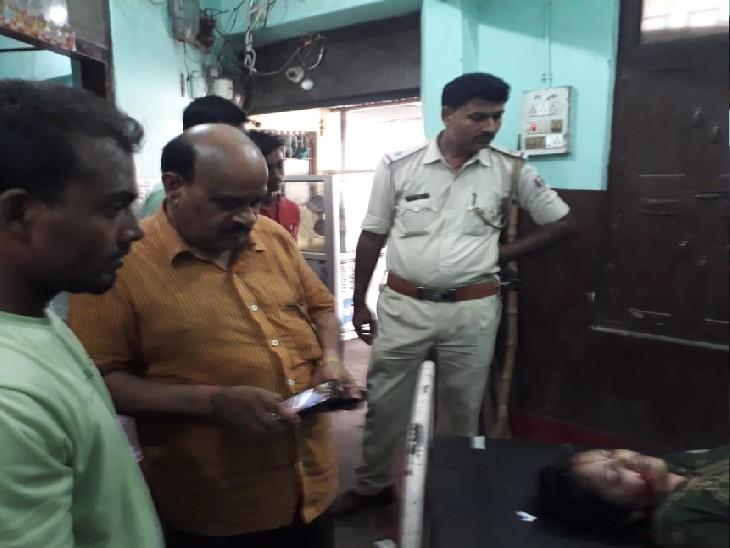 जांच-पड़ताल में जुटी पुलिस। - Dainik Bhaskar