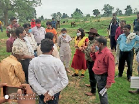 तहसील के अफसरों ने पहले ही दिन 2 एकड़ भूमि का सीमांकन किया। - Dainik Bhaskar