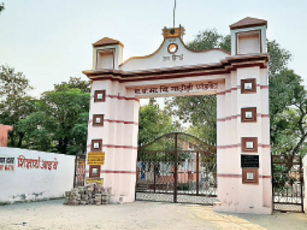 फतेहाबाद। गांव नाढोड़ी का राजकीय विद्यालय। - Dainik Bhaskar