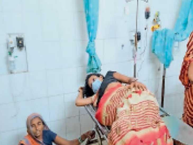 मायागंज अस्पताल में इलाजरत गीता पंडित। - Dainik Bhaskar