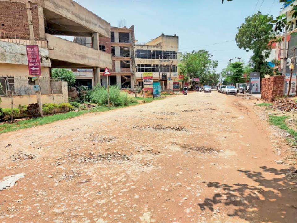 रोपड़ की तरफ से सड़क की हालत - Dainik Bhaskar