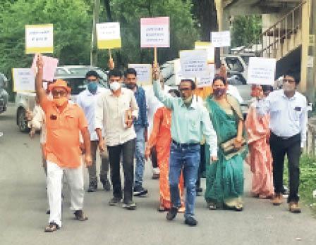 आरक्षण की मांग को लेकर रैली निकालते ओबीसी अधिकार मंच। - Dainik Bhaskar