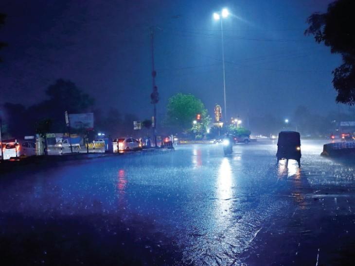 खजराना चौराहा- रात 11 बजे। फोटो : संदीप जैन - Dainik Bhaskar