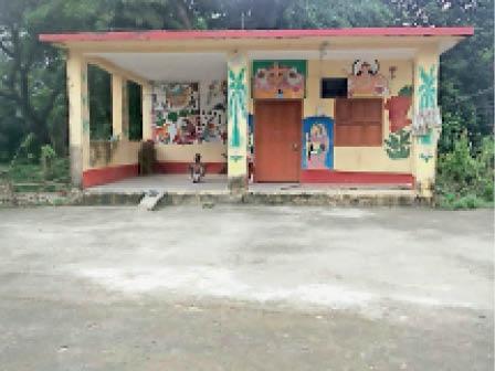 श्रमदान व जनसहयोग से निर्मित मां जगदम्बा हाॅल्ट का भवन । - Dainik Bhaskar