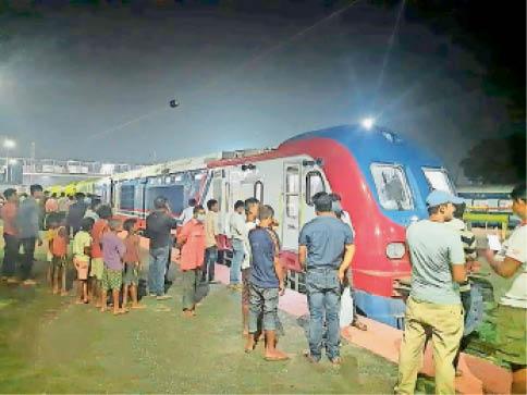 जयनगर-जनकपुर रेलखंड पर चलने वाली डीएमयू। - Dainik Bhaskar