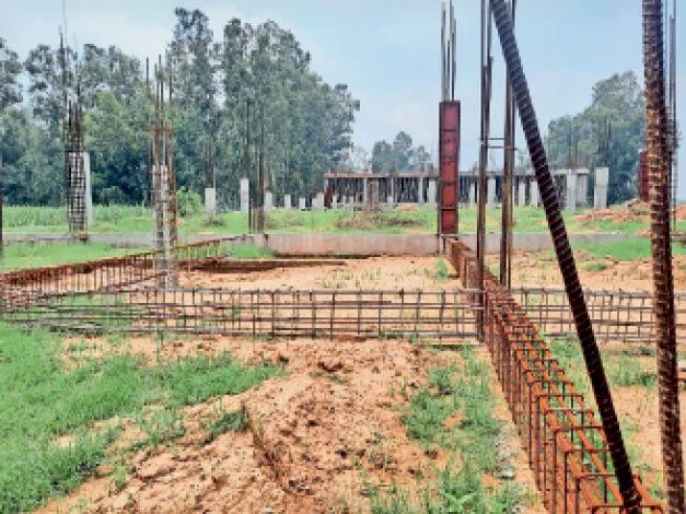 यमुनानगर| वेट लिफ्टिंग एकेडमी का अधूरा पड़ा काम। - Dainik Bhaskar