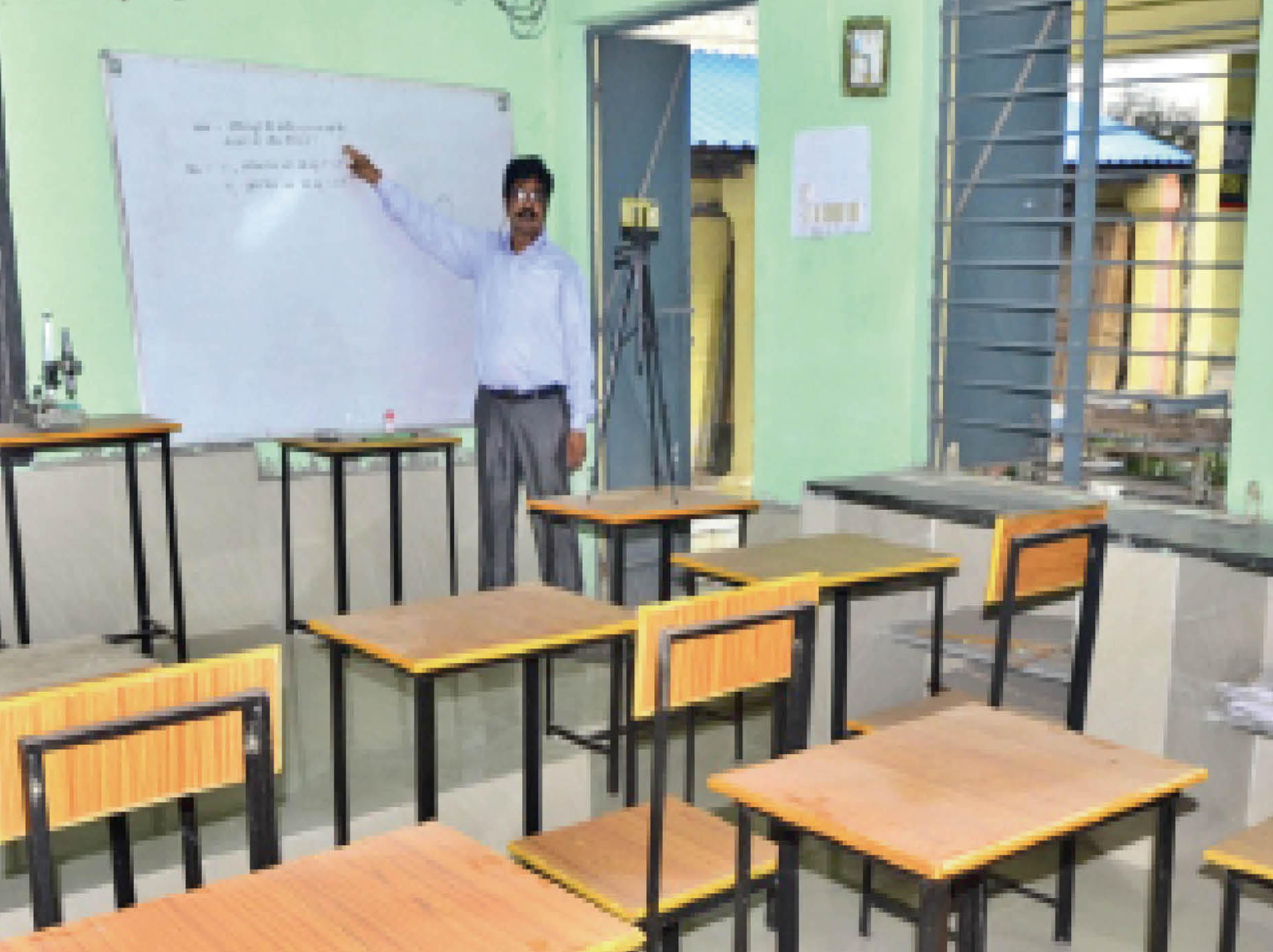 आठ राज्यों की स्टडी, शिक्षकाें का सर्वे, तब 2 से स्कूल और कॉलेज खोलने का फैसला|रायपुर,Raipur - Dainik Bhaskar