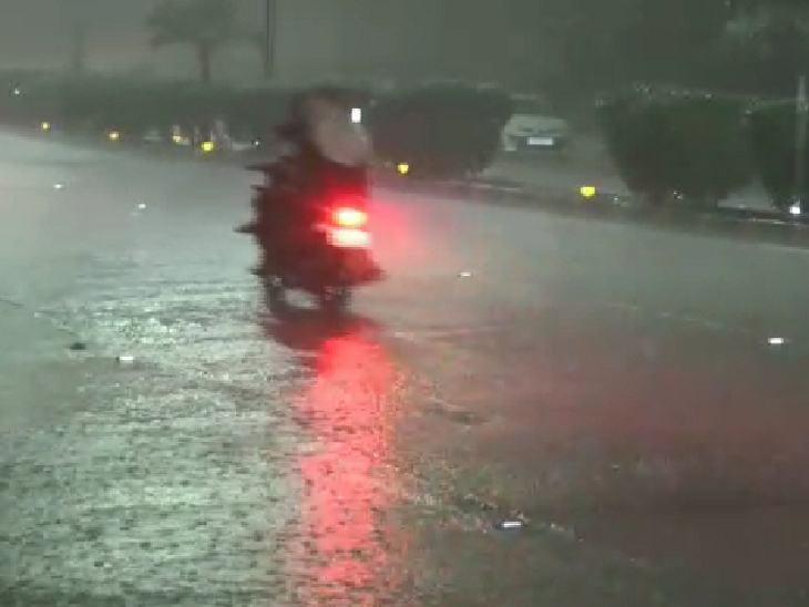 सोमवार आधी रात के बाद शहर में आधा इंच से ज्यादा बारिश हुई। - Dainik Bhaskar
