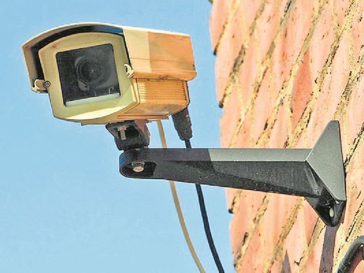 थानों में सीसीटीवी कैमरों का उद्देश्य अपराध की जांच में मदद करना, आभूषण बनना नहीं|ग्वालियर,Gwalior - Dainik Bhaskar
