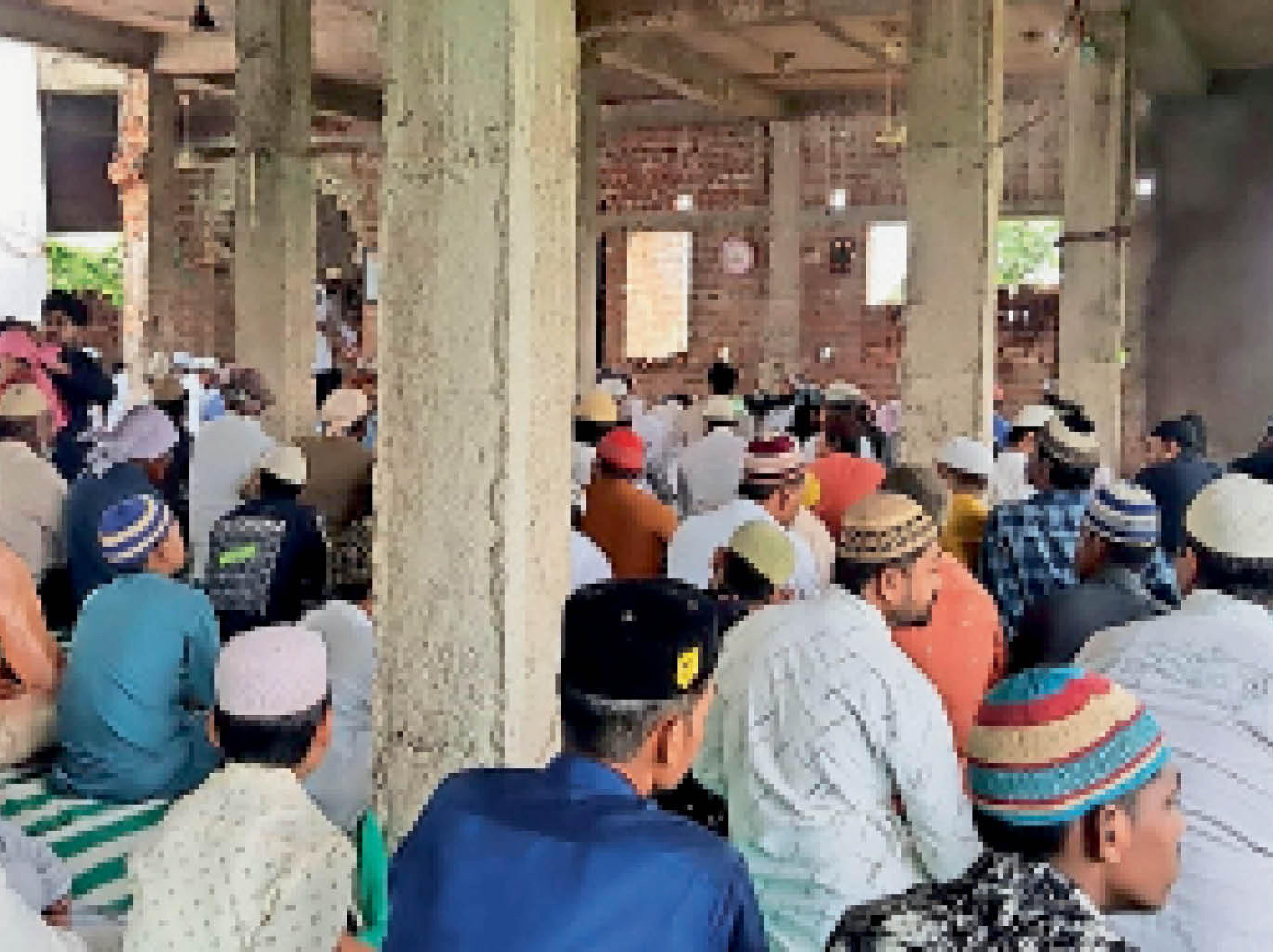 छतरपुर  बकरीद की नमाज अता करते हुए मुस्लिम समाज के लोग। - Dainik Bhaskar