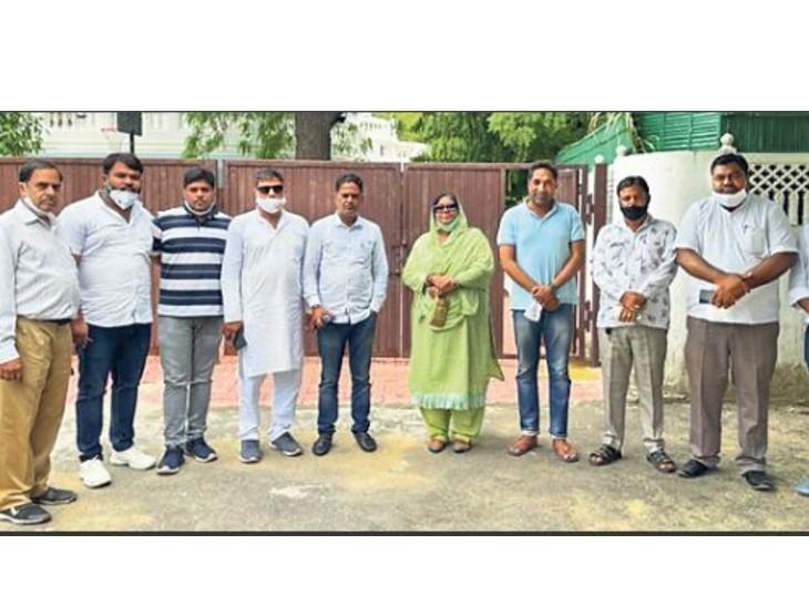 परिवहन मंत्री के घर पहुंचे निर्दलीय पार्षद। - Dainik Bhaskar