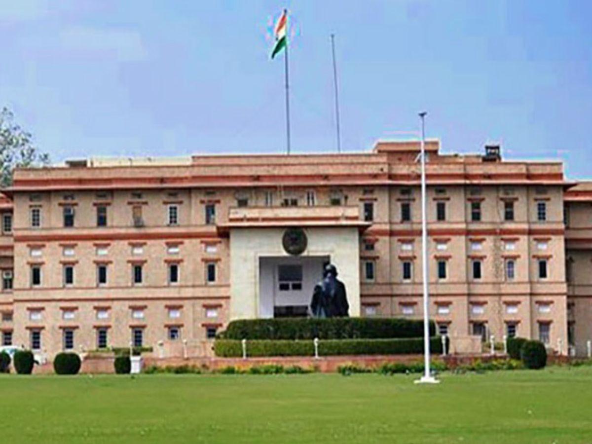 क्षेत्र में अफसरों की तैनाती और रवानगी तो विधायकों की मर्जी से होती ही है, लेकिन सरकार को समर्थन देने वाले विधायकों को इसके अलावा कुछ अतिरिक्त सुविधाएं भी हैं। - Dainik Bhaskar