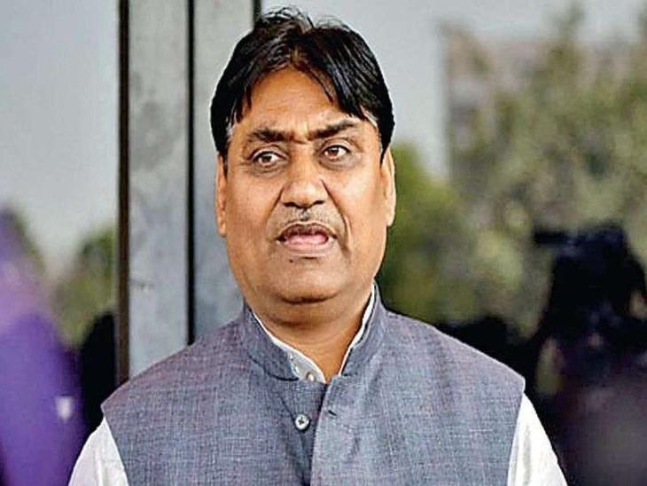 शिक्षा मंत्री के 2 करीबी रिश्तेदार RAS बने, दोनों के इंटरव्यू में 80% मार्क्स; बीजेपी ने की डोटासरा के इस्तीफे की मांग|अजमेर,Ajmer - Dainik Bhaskar