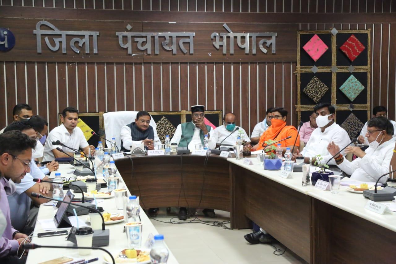 आज सेंट्रल हेल्थ मिनिस्ट्री को भेजा जाएगा प्रस्ताव, सांसद प्रज्ञा ठाकुर और विधायकों ने कार्यप्रणाली पर उठाया था सवाल|भोपाल,Bhopal - Dainik Bhaskar