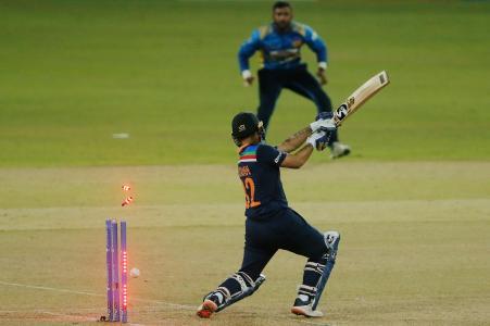 कासुन रजिथा ने पिछले मैच के हीरो ईशान किशन को बोल्ड किया। वे 1 रन बनाकर पवेलियन लौटे।