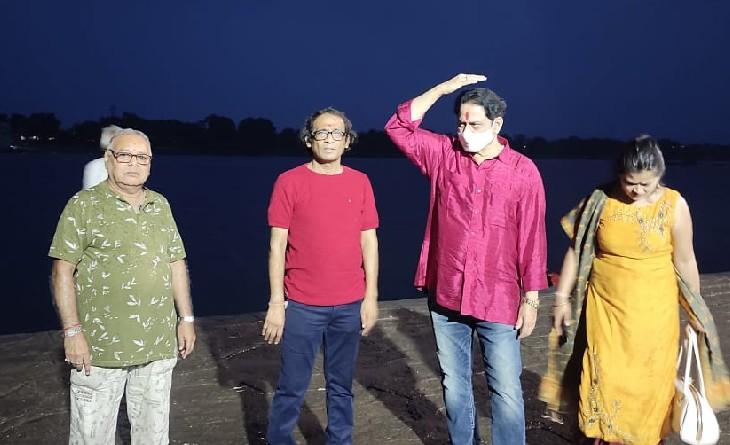 साउथ इंडियन एक्टर सुमन तलवार ने शूटिंग के लिए मंदिर और नर्मदा घाटों पर स्पॉट देखे, 2.15 घंटे की होगी मूवी|महेश्वर,Maheshwar - Dainik Bhaskar