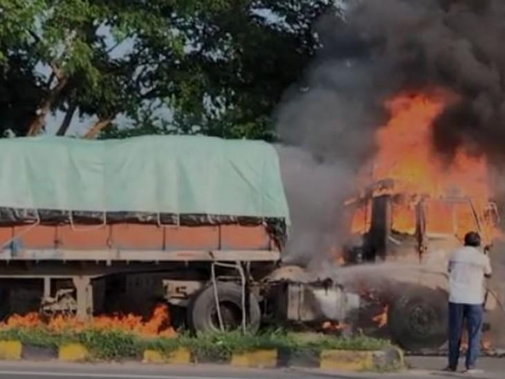 ट्रक में लगी आग। - Dainik Bhaskar