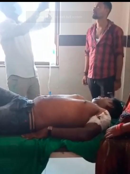 बेतिया में पैसा लेने आए फाइनेंस कर्मी को ग्राहक ने मार दी चाकू; कलेक्शन के 1.5 लाख रुपए और मोबाइल छीना, GMCH में चल रहा इलाज, गंभीर|बेतिया,Bettiah - Dainik Bhaskar