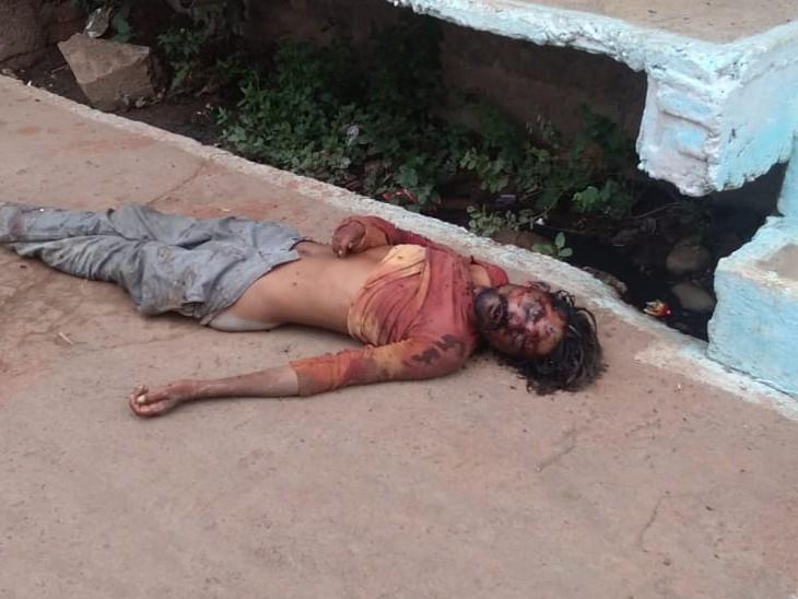 अपने घर पर बुला कर धारदार हथियार से की हत्या; घर वालों ने पूछा तो कहा- अभी वह सो रहा है; सुबह घर के आगे मिला शव|अशोकनगर,Ashoknagar - Dainik Bhaskar