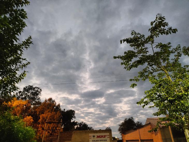 आसमान में छाए बादल - Dainik Bhaskar