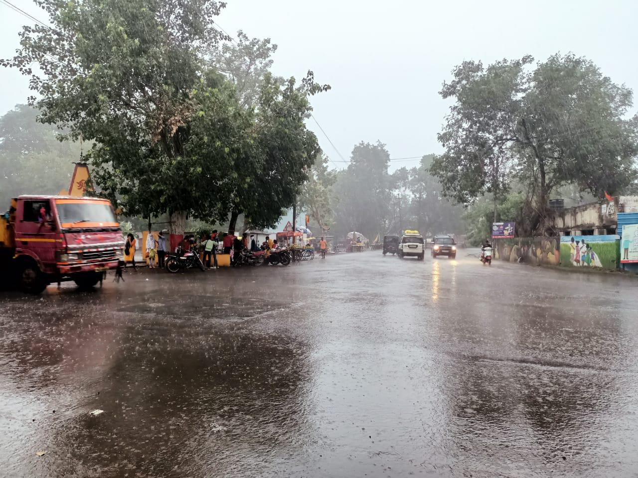 खंडवा में बीते 48 घंटे में 6 इंच बरसा पानी, तापमान गिरने से बढ़ी ठंडक, फसलों को मिलेगा फायदा; ओंकारेश्वर-इंदिरा सागर बांध के जलस्तर में बढ़ोत्तरी नहीं|खंडवा,Khandwa - Dainik Bhaskar