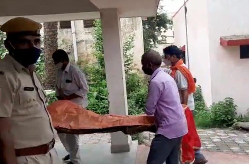 शराब के नशे में ली पत्नी की जान,चरित्र पर करता था शक, 8 घंटे सड़क पर पड़ा रहा शव; हत्या के बाद से पति फरार बांसवाड़ा,Banswara - Dainik Bhaskar