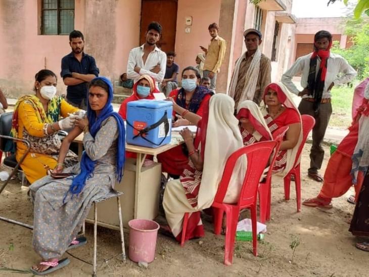बामौर ब्लॉक की इस्किल ग्रामपंचायत में सभी 2188 लोगों ने टीकाकारण करवाया। - Dainik Bhaskar