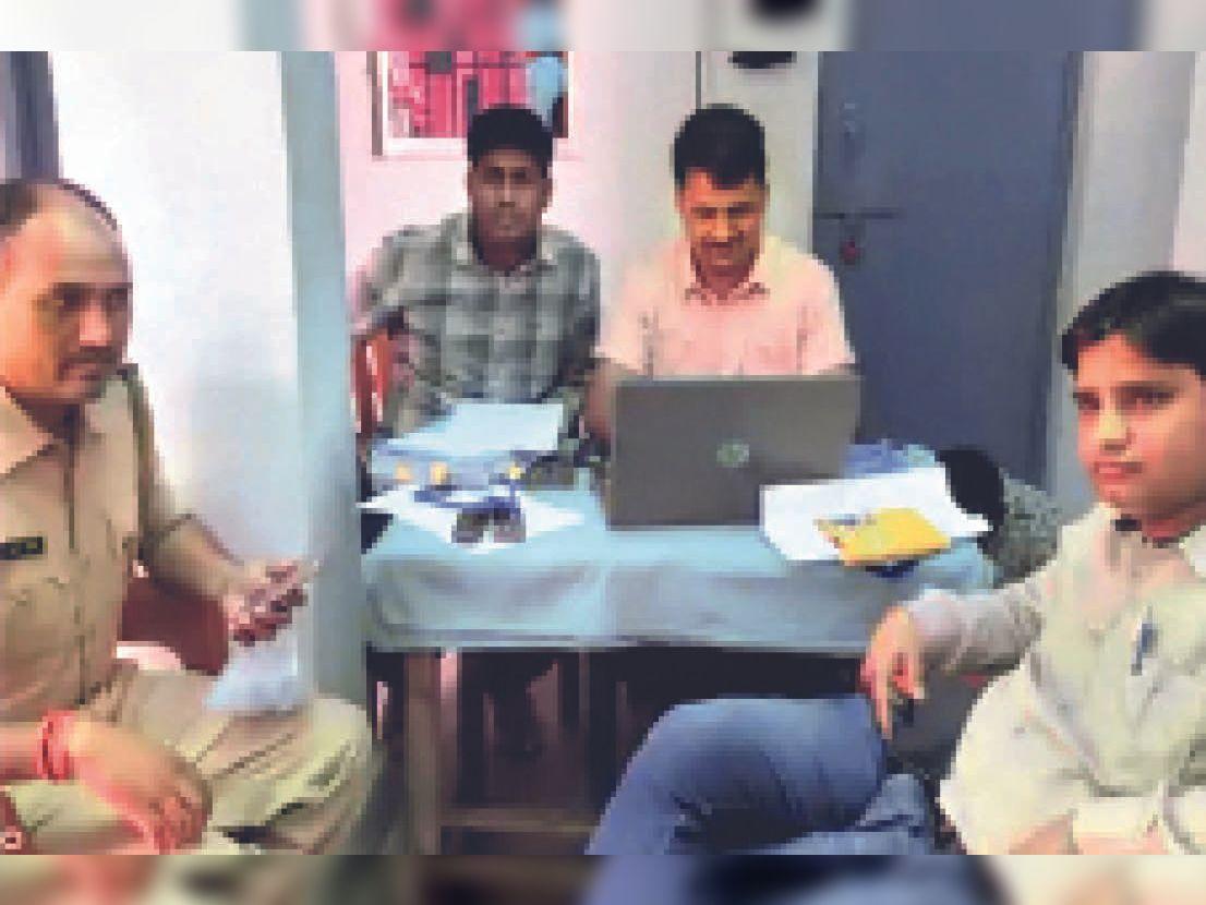 बिहार के शेखपुरा थाना में आरोपियों की गिरफ्तारी की कार्रवाई करती भीलवाड़ा पुलिस के अधिकारी। - Dainik Bhaskar