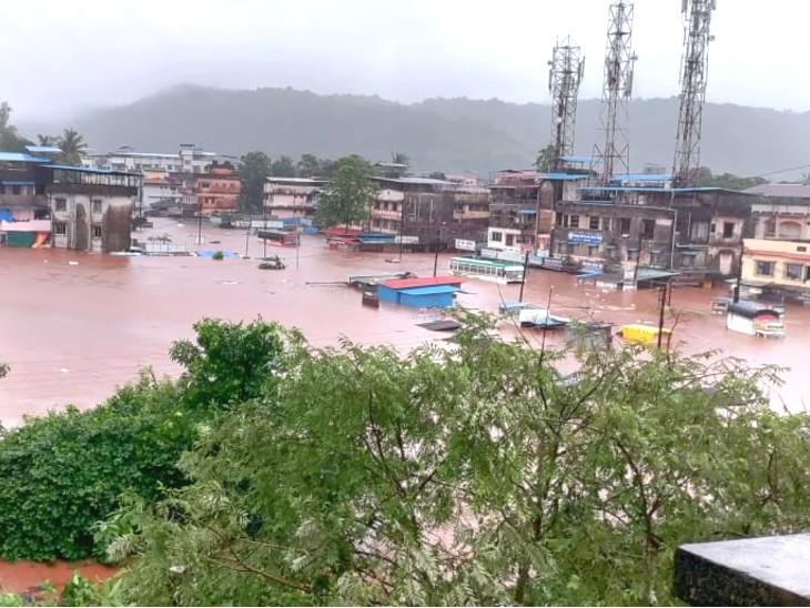 चिपलून शहर में 10 से 15 फीट तक पानी भर गया था।