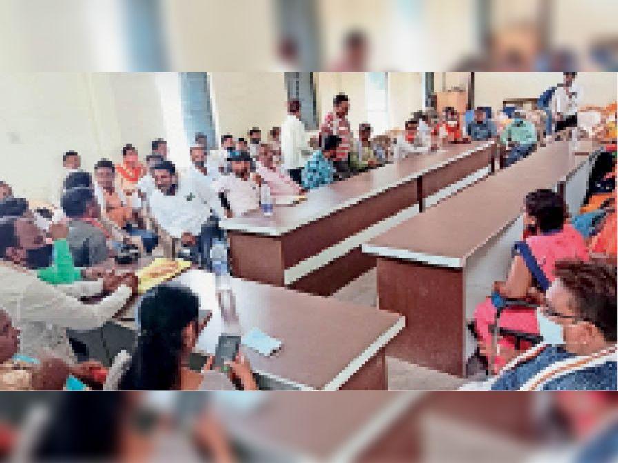 सरपंच संघ की बैठक में कई विषयों पर पारित किया गया प्रस्ताव। - Dainik Bhaskar
