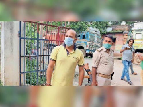 गिरफ्तार आरोपी। - Dainik Bhaskar