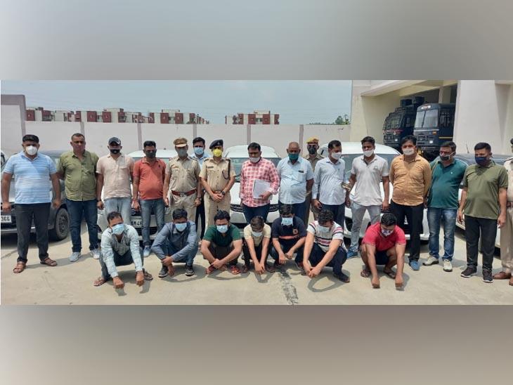 कैथल में पुलिस की गिरफ्त में वाहन चोर गिरोह के 7 लोग। इनमें 3 करनाल के रहने वाले हैं। - Dainik Bhaskar