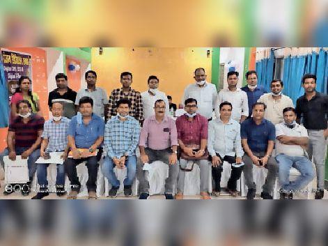 बैठक में शामिल इंडियन डेंटल एसोसिएशन के सदस्य। - Dainik Bhaskar