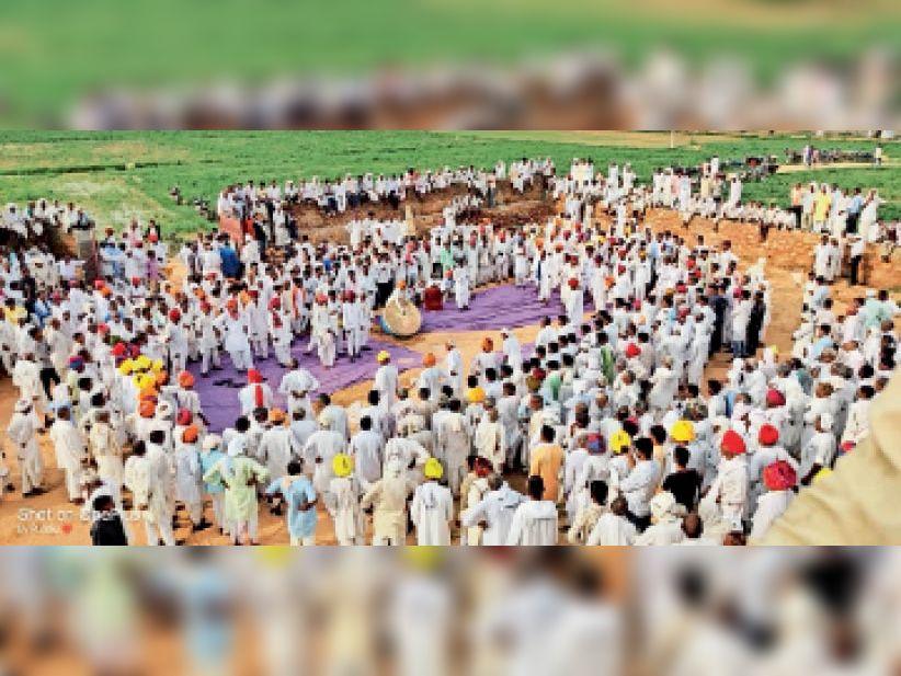 तिघरिया-खेरवाड़ी ढाणी में कन्हैया दंगल में उमड़ी भीड़,कन्हैया पार्टियों ने धार्मिक कथाओं से बांधा समां|करौली,Karauli - Dainik Bhaskar