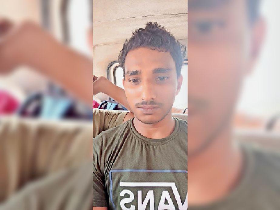 अररिया से गिरफ्तार युवक। - Dainik Bhaskar