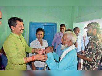 बकरीद पर बधाई देते मंत्री सुमित सिंह। - Dainik Bhaskar