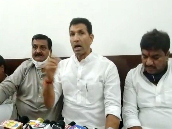 पूर्व मंत्री पटवारी ने दैनिक भास्कर पर हुई कार्रवाई की मीडिया के समक्ष निंदा की। - Dainik Bhaskar