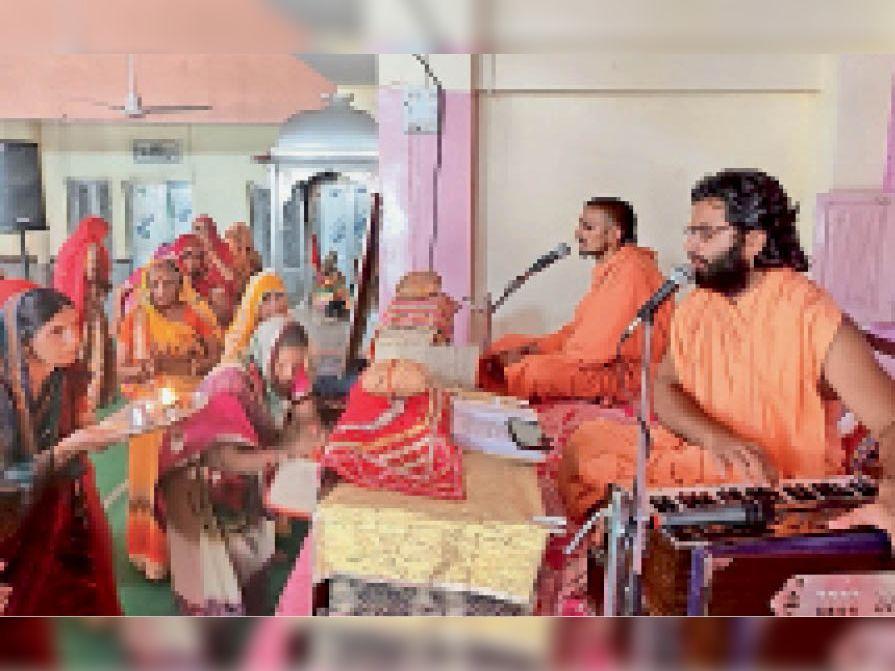 नागौर रामपाल में धर्म सभा को संबोधित करते संत - Dainik Bhaskar