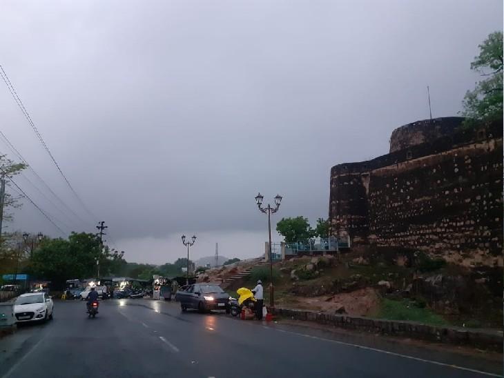 34 जिलों में ऑरेंज-येलो अलर्ट, यहां बारिश होगी और 87 किमी की रफ्तार से हवाएं चल सकती हैं; 24 घंटे में सबसे ज्यादा गोरखपुर में पानी गिरा|लखनऊ,Lucknow - Dainik Bhaskar