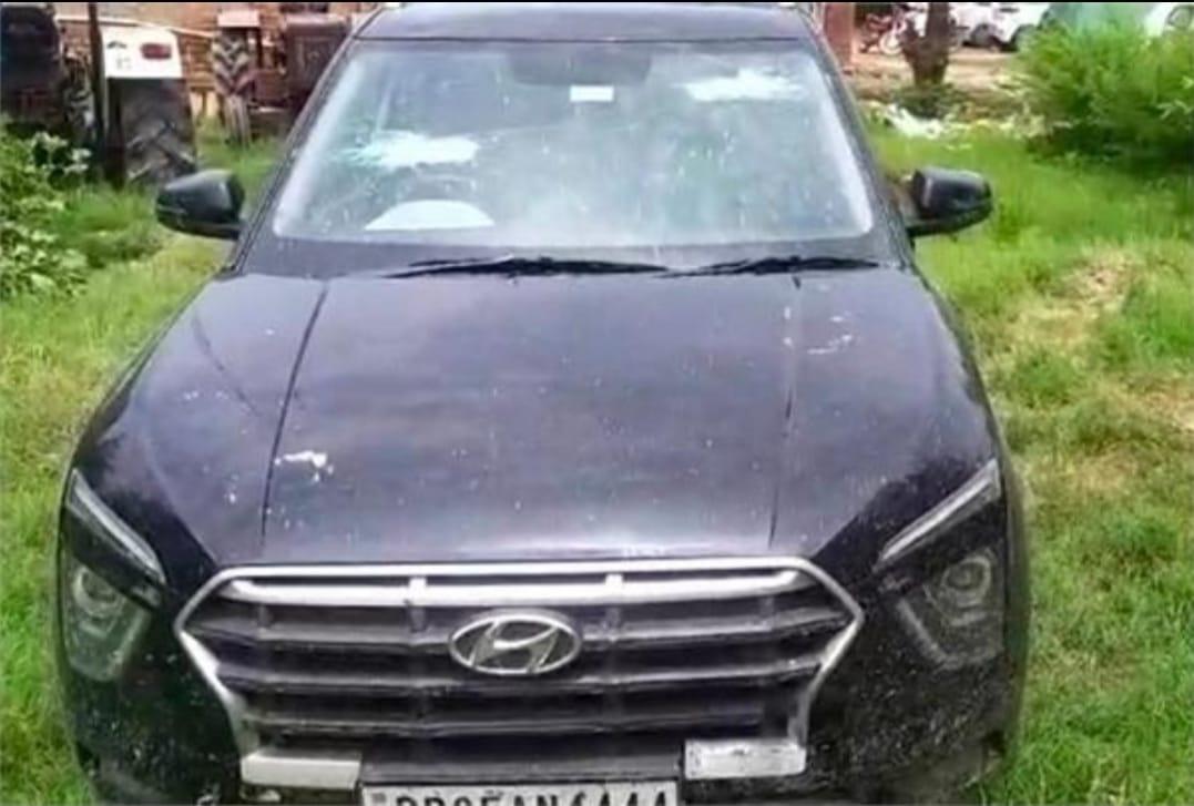 तरनतारन पुलिस की तरफ से जब्त की गई कार। - Dainik Bhaskar