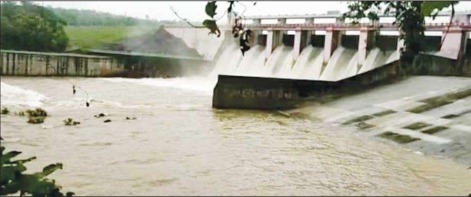 तेज बारिश से खोले गेट, 11 हजार 725 क्यूमेक पानी छोड़ा; तवा डैम में एक फीट जलस्तर बढ़ा|बैतूल,Betul - Dainik Bhaskar