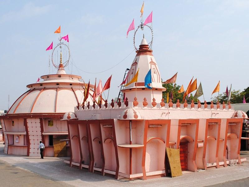 दादाजी धूनीवाले मंदिर। (फाइल फोटो) - Dainik Bhaskar