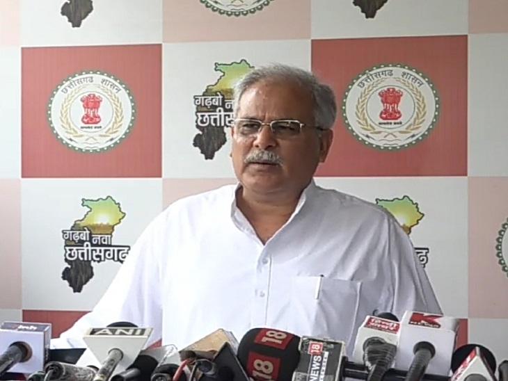 मुख्यमंत्री भूपेश बघेल बुधवार को रायपुर में पत्रकारों से चर्चा कर रहे थे।