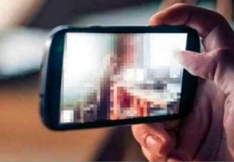 युवती की फोन पर आरोपी से हुई बात; वीडियो कॉल कर अश्लील वीडियो बनाया, फिर पैसे मांगने लगा|भोपाल,Bhopal - Dainik Bhaskar