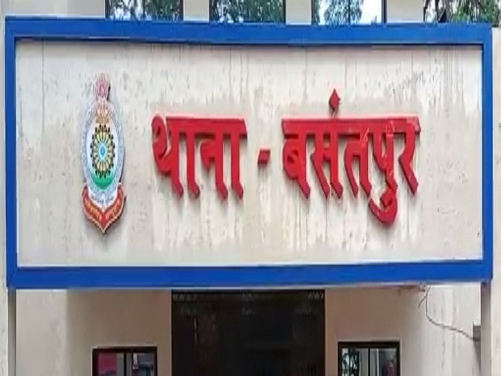 राजनांदगांव पुलिस ने पूरे मामले में दो युवकों पर अपराध दर्ज कर लिया है। और आगे की विवेचना कर रही है। - Dainik Bhaskar
