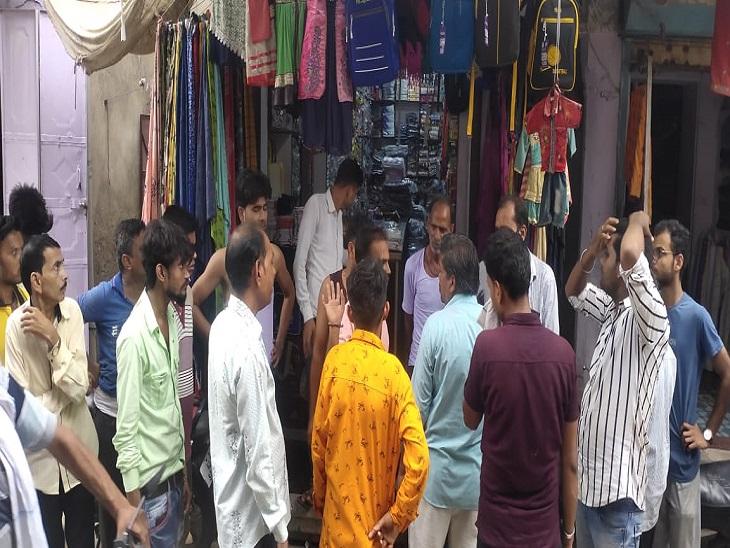 चोरी की वारदात के बाद दुकान। - Dainik Bhaskar
