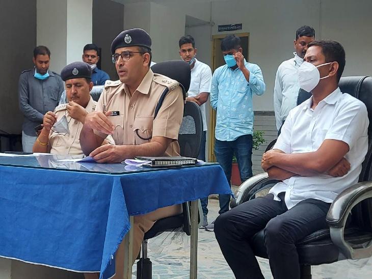 पुलिस गिरफ्त में आरोपी राजू।