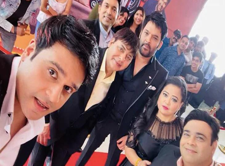 'द कपिल शर्मा शो' की टीम के साथ भारती सिंह।