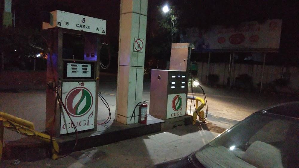 जूही रोड, इंदिरा रोड और गोविंद नगर स्थित पेट्रोल पंप में सीएनजी गैस पंप का कनेक्शन दिया जाना है। - Dainik Bhaskar
